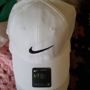 Nike boys baseball cap 4-7